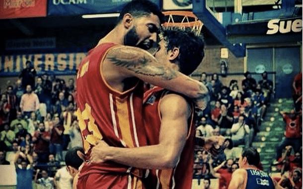 Augusto e Raul, companheiros de Sul-Americano, reunidos. (Foto do Instagram do pivô)