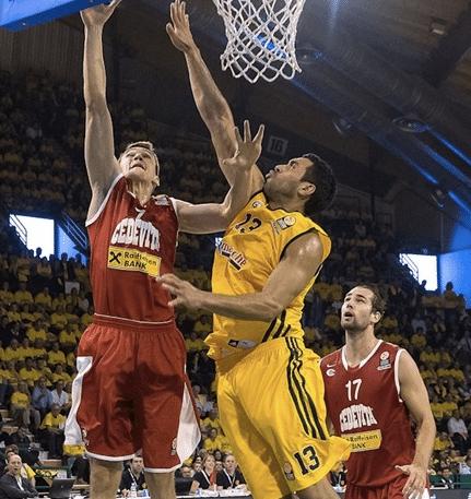 JP tenta fazer a cobertura em vitória do Limoges sobre o croata Cedevita