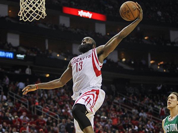 Harden vai para cima, mesmo, no ataque agressivo do Rockets