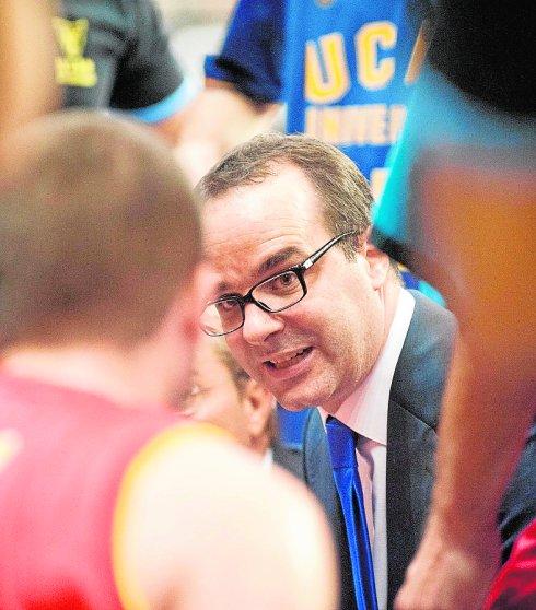 Ocampo, cobrança e trabalho para fazer Augusto crescer na Espanha