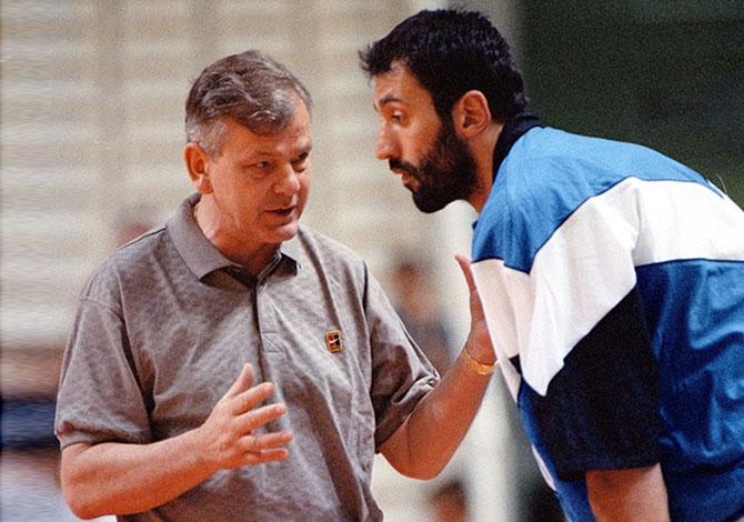 Ivkovic e Divac em algum ponto dos anos 90. História para contar