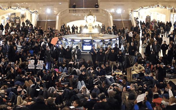 A Grand Central station em Nova York foi tomada por manifestantes