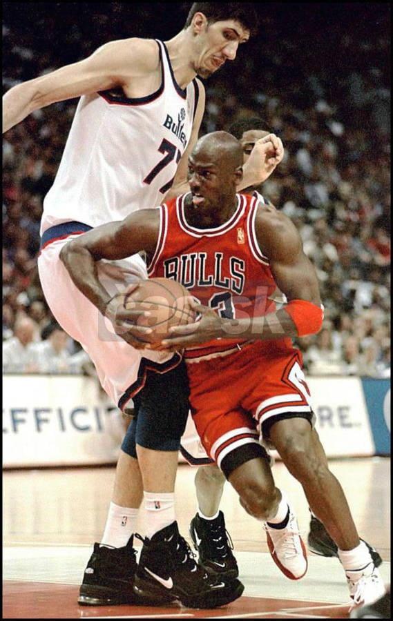 Muresan foi escolhido pelo Bullets na 30ª posição do Draft de 1993, quando tinha 22 anos. Disputou 307 partidas até 2000, com médias de 9,8 pontos, 6,4 rebotes e 1,5 toco em 21,9 minutos. Em 1997, jogou os playoffs contra o Chicago Bulls de Jordan, perdendo na primeira rodada. Sua melhor temporada individual, porém, foi a de 1995-96, quando foi eleito o jogador que mais evoluiu na liga