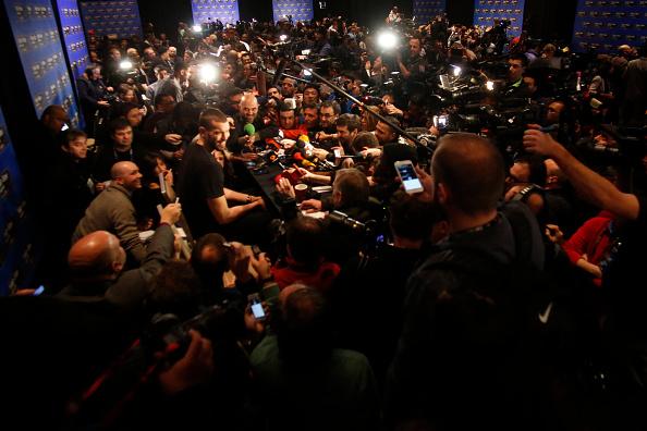 Marc Gasol e Tim Duncan ao fundo. A loucura o Media Day