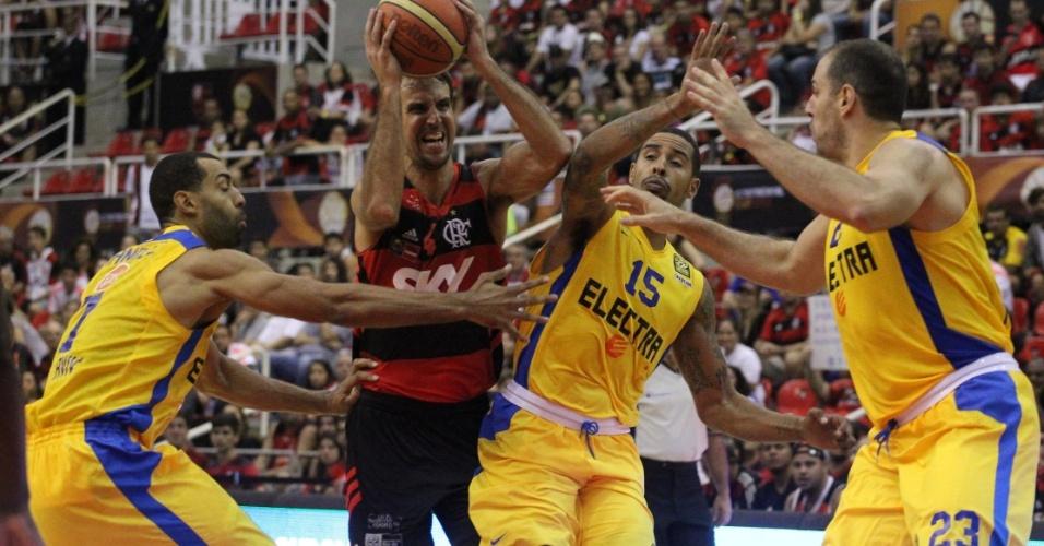 Campeão contra o Maccabi, ainda idolatrado... E não é o bastante?