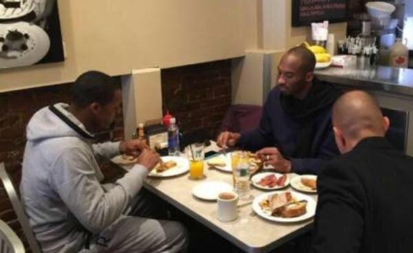 Rondo e Kobe vão dividir a mesa mais e mais vezes em Los Angeles?