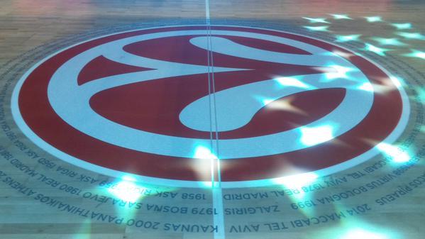O centro da quadra no Palácio dos Esportes em Madri
