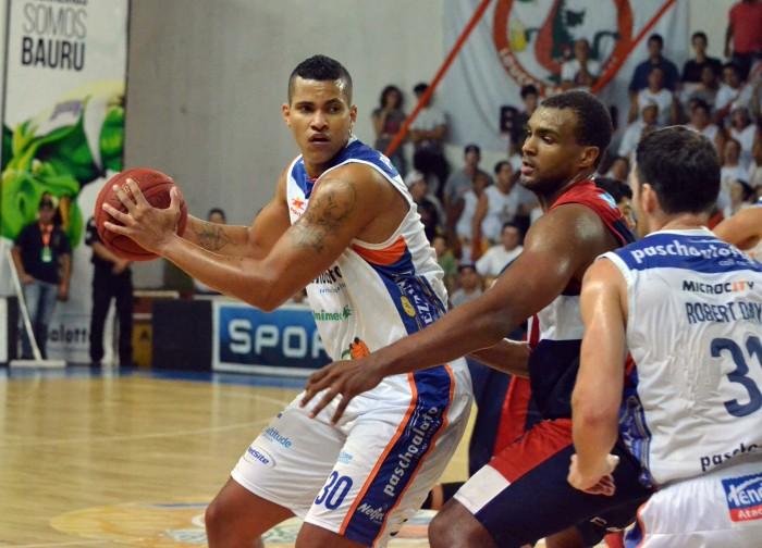 Hettsheimeir teve médias de 19,2 pontos e 9,2 rebotes contra Franca. Fundamental para a vitória