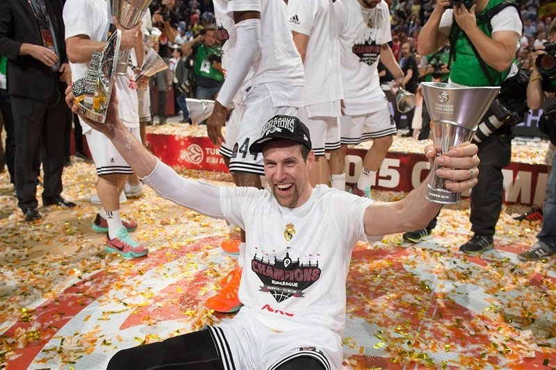 andres-nocioni-mvp-real-madrid-champ-euroleague-2014-15-final-four-madrid-2015-eb14