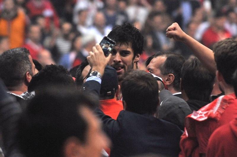 A celebração com Printezis na série dramática contra o Barça: cesta no estouro do cronômetro pelo Jogo 5