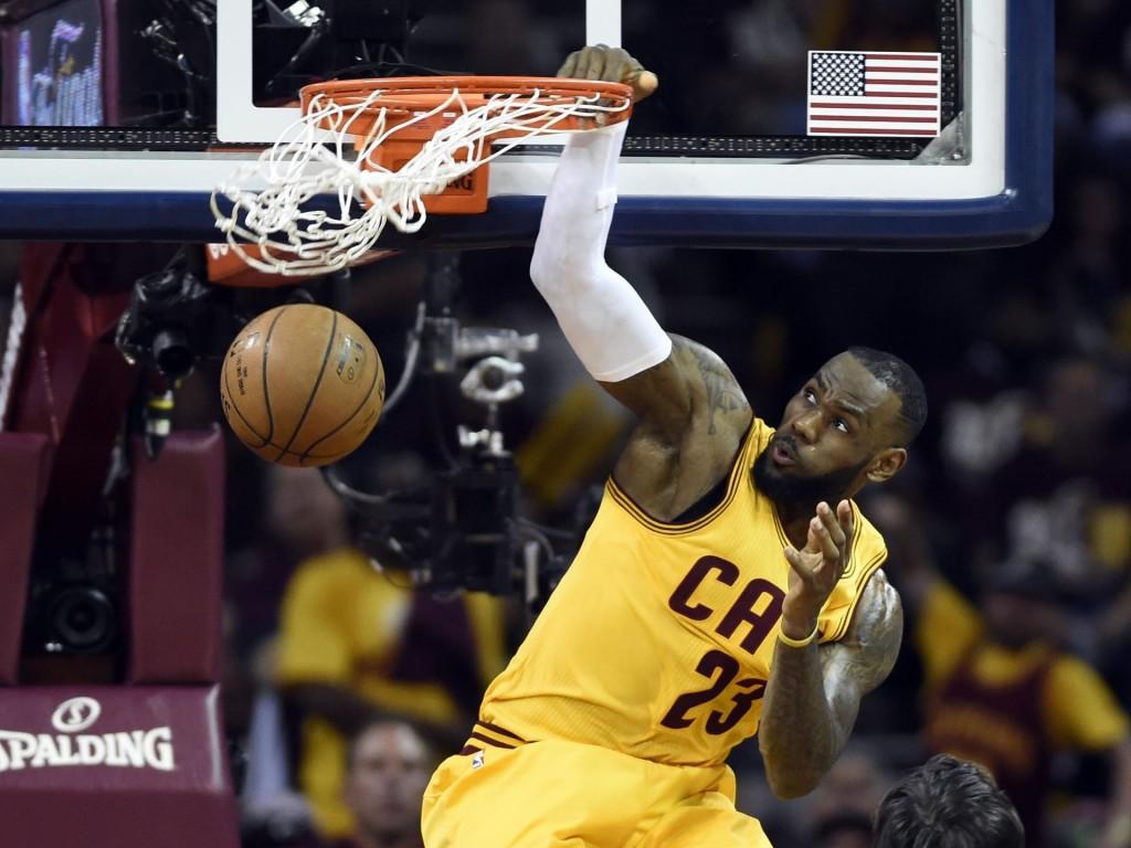 LeBron: médias de 41 pontos, 12 rebotes e 8 assistências em três jogos. Reinando