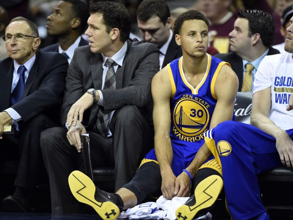O tipo de postura que o MVP Curry não pode ter. Será que o 4º período o anima?