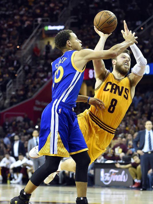 A jogada para cesta e falta em cima de Dellavedova, importantíssima, quando Curry havia deixado o Warriors a apenas um ponto no placar