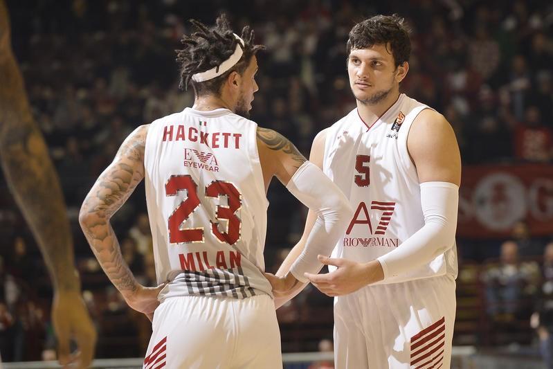 Hackett e Gentile dão mais corpo ao time italiano
