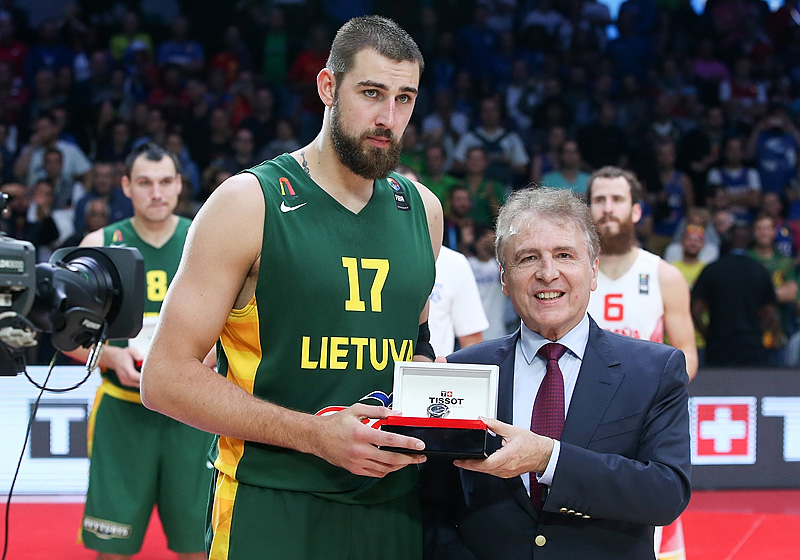 Valanciunas, no quinteto ideal do EuroBasket