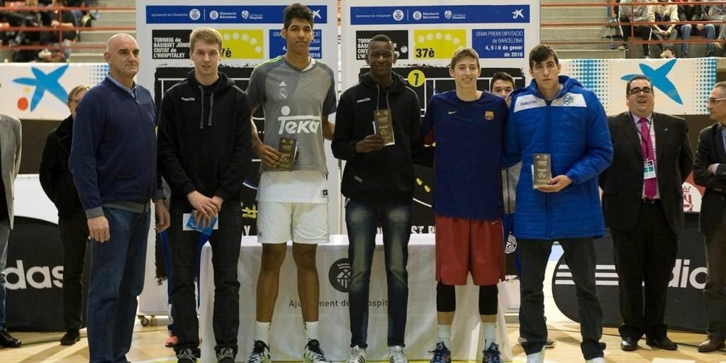 Felipe, ao centro, eleito MVP. Títulos sem parar pelo Real