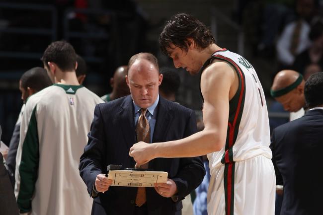 Skiles e Andrew Bogut montaram uma forte defesa em Milwaukee
