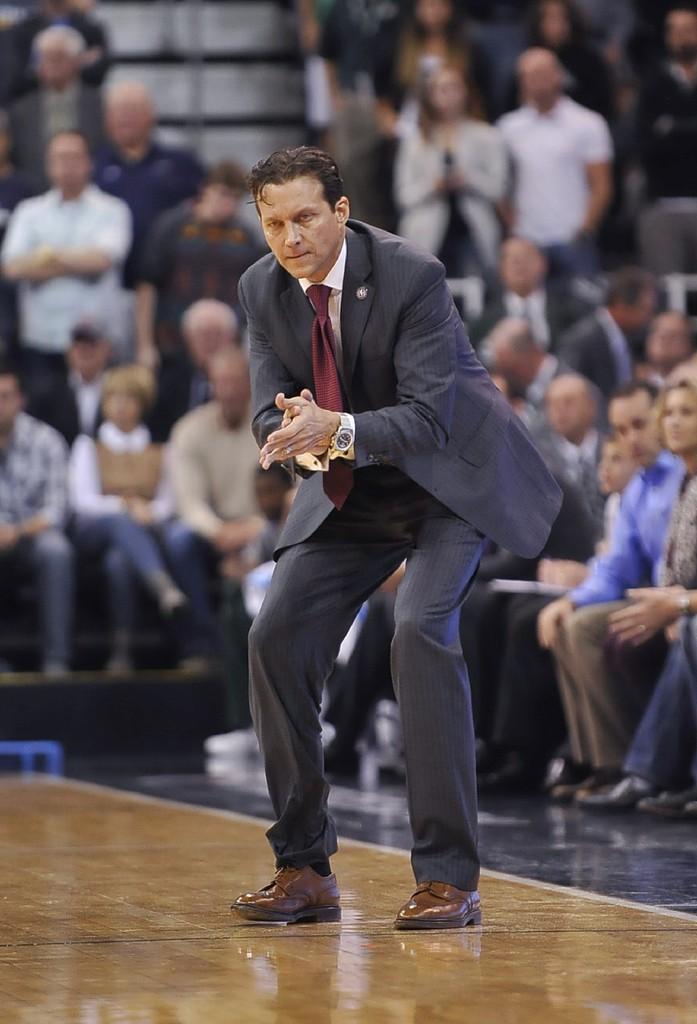 Na tentativa de formar um novo time vencedor em Utah, Snyder é um grande trunfo para a diretoria, como um professor bastante eficaz