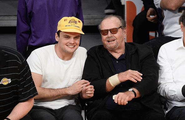 Jack e o filho caçula Ray, seu sósia, se divertindo em LA
