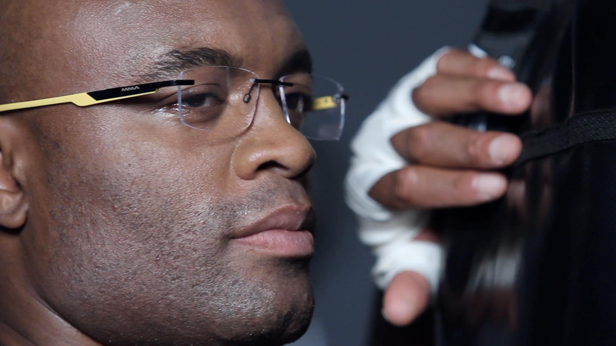 Anderson Silva lança grife de óculos  veja fotos exclusivas da campanha do  lutador dbcf48351c