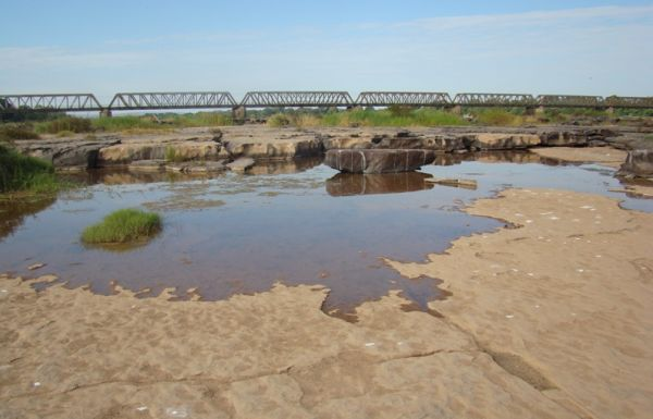Com nascente seca, rio São Francisco agoniza em Pirapora (MG