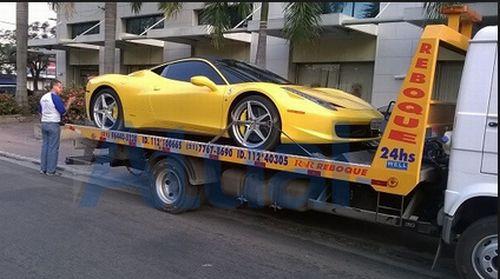 Novo Barão de Itaguaí desfilava de Ferrari e helicóptero