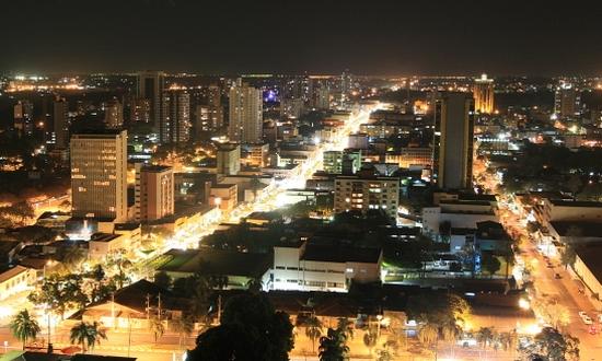 A bela vista da cidade à noite saiu pela metade do preço. Foto extraída do jie.itaipu.gov.br