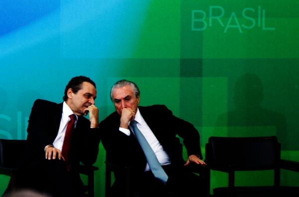 A sombra do Poder: na imagem no painel, nota-se a silhueta do chefe da Casa Civil, Aloizio Mercadante, quem tem mandado muito no Planalto. Foto: Marcos Brandão