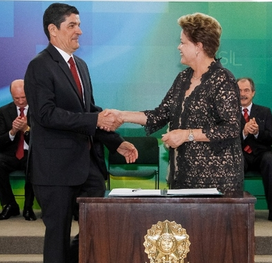 Dilma cumprimenta Lages, antes da malsucedida reunião entre eles. Foto: UOL