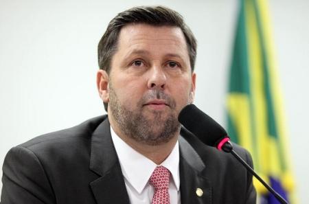 O líder Carlos Sampaio -entre a cautela e a pressão dos deputados. Foto: psdb.org