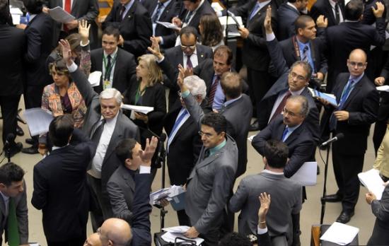 Votação de ontem à noite no plenário, que se estendeu até a madrugada. Foto: Ag. Câmara