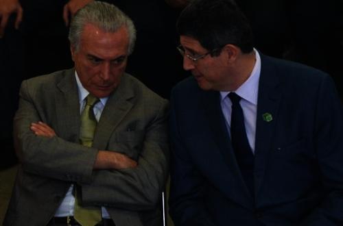 Temer e Levy, no Palácio ontem - um promete e o outro segura o caixa. Foto: ABr