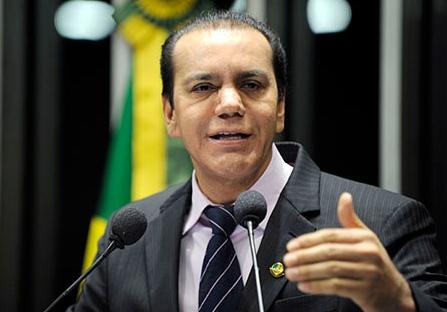Senador Ataídes quer falar grosso com a turma do dinheiro. Foto: Ag. Senado