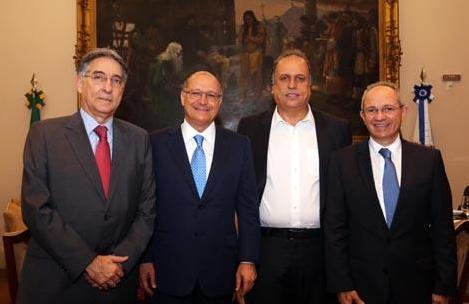 Pimentel - tenso, com a PF à porta - Alckmin, Pezão e Hartung - modelo do 'tudo combinado, nada resolvido' se repete desde 2006.