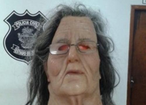O detento 'Gasolina' com a máscara com a qual tentava escapar. Foto: UOL