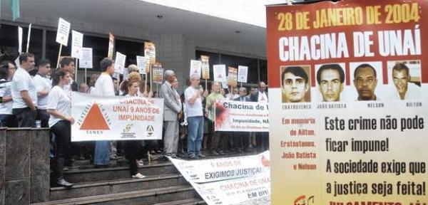 Mobilização de parentes das vítimas numa fase do julgamento, ano passado. Foto: Estado de Minas