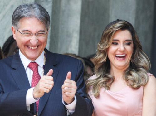 Pimentel e a esposa, no dia da posse no Governo em janeiro