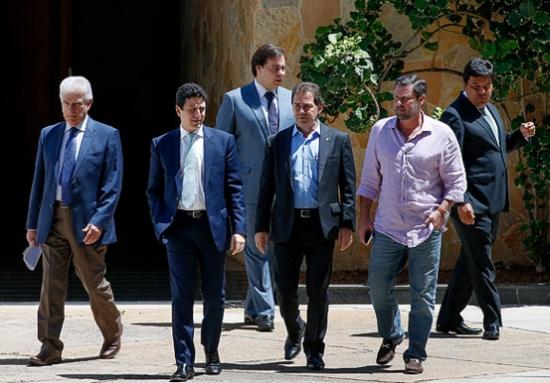 Os lideres da oposição com Paulinho da Força, o único fiel hoje, saindo da residência oficial do presidente da Câmara. Foto de arquivo