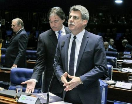 Jucá (em primeiro plano), ao lado de Eunício no plenário - com Jereissati ao fundo. PSDB sem chances por ora