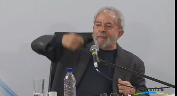 """Lula: """"Posso desistir de ser candidato, mas jamais desistirei da política"""""""