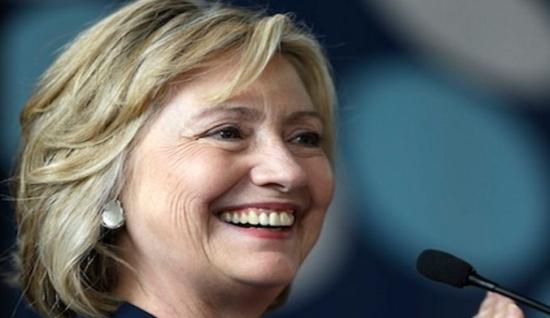 Hillary, ontem, em pré-campanha num estado americano. Foto extraída do zeenews.india.com
