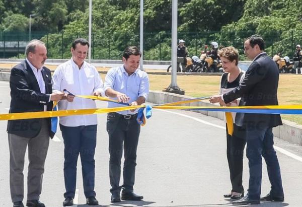 Inauguração da Avenida Mangue, obra do governo federal, no Recife, dia 20 de janeiro. A presidente Dilma entre o prefeito (E) e o governador (D). Foto: ABr