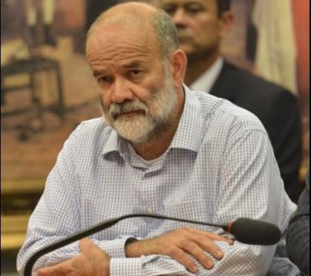 Vaccari Neto, ontem, na CPI dos Fundos de Pensão - o ex-tesoureiro, abatido, viu os petistas darem tchau e sumirem do auditório. Foto: ABr