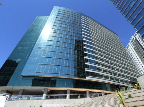 O hotel em Brasília - a sede da Caixa Seguros fica ao lado, parte dele aparece na imagem.