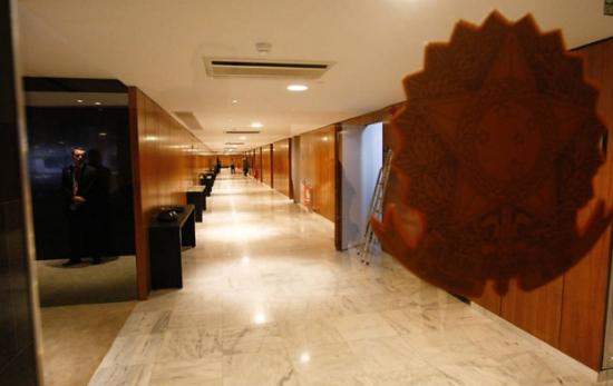 O corredor principal do quarto andar do Palácio, onde Lula vai despachar