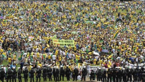 Milhares são esperados na Esplanada dos Ministérios neste domingo, a exemplo das edições passadas.