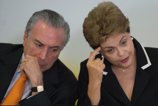 Temer e Dilma ao pé do ouvido, nos bons tempos.