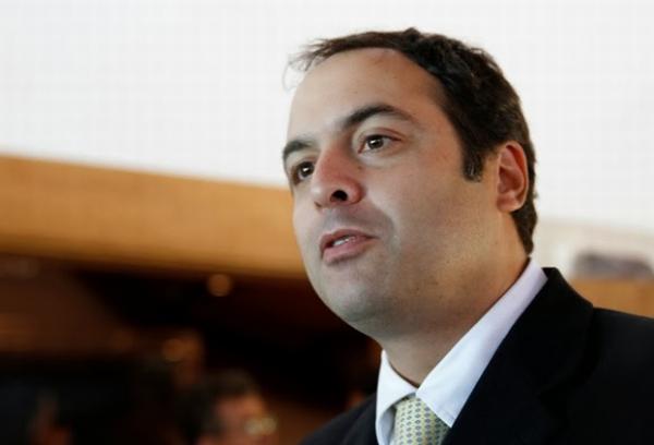 Paulo Câmara, de Pernambuco - assim como outros colegas na vitrine, não disse a que veio ainda.