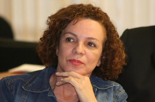 A ex-deputada Fátima Pelaes, do PMDB, voltando devagar ao Governo
