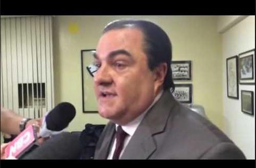 O delegado Hellmeister - Com 40 anos de polícia, toca a investigação com cautela